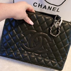 CHANEL black quilted caviar grand bag